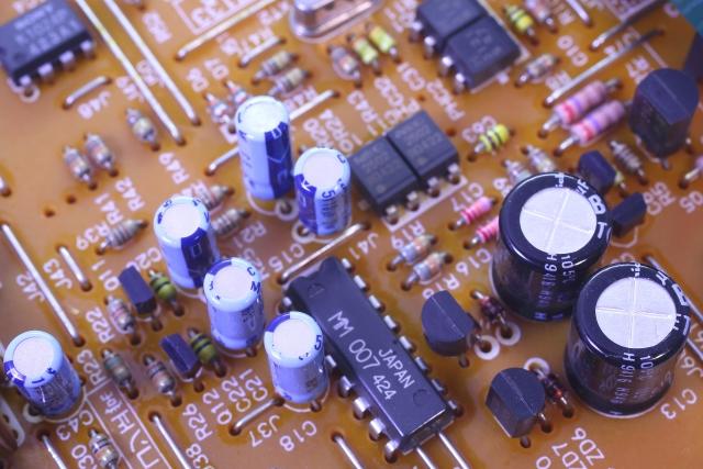 帯電性を持続したPE、導電性のPEが求められた包装フィルム